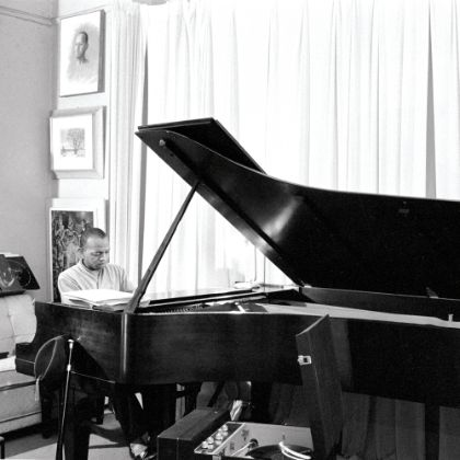 http://www.steinway.com/vi/news/features/don-shirley-green-book