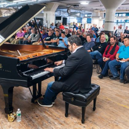 http://www.steinway.com/vi/news/features/live-from-factory-floor